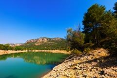 Paisaje horizontal con el lago de las montañas foto de archivo libre de regalías