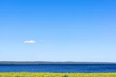 Paisaje idílico del lago Imagenes de archivo