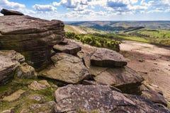 Paisaje id?lico del parque nacional del distrito m?ximo, Derbyshire, Reino Unido imagen de archivo
