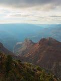 Paisaje increíble de Grand Canyon con el río Colorado visible durante oscuridad Fotografía de archivo libre de regalías
