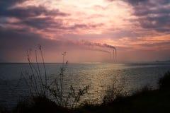 Paisaje industrial por el lago Fotografía de archivo libre de regalías