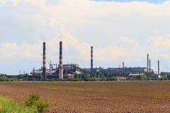 Paisaje industrial Vista de la f?brica en regi?n de Nikopol, Dnepropetrovsk fotografía de archivo libre de regalías