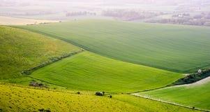 Paisaje inglés de las colinas del campo del balanceo Foto de archivo libre de regalías