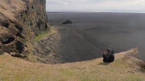 Paisaje islandés con los acantilados metrajes