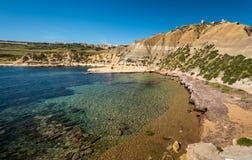 Paisaje l-Ahmar de la bahía de Xatt Gozo imágenes de archivo libres de regalías