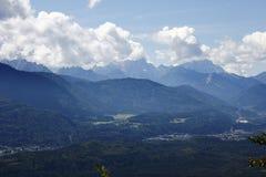 Paisaje, lleno con las montañas Imagen de archivo