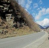 Paisaje a lo largo del camino militar georgiano en Georgia imágenes de archivo libres de regalías