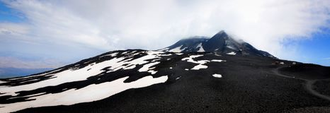 Paisaje lunar en los lados del monte Etna Foto de archivo