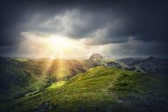 Paisaje mágico de la montaña fotos de archivo