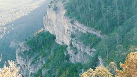 Paisaje magnífico de montañas crimeas cerca de Yalta metrajes