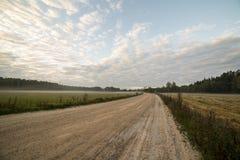 Paisaje majestuoso del país debajo del cielo de la mañana con las nubes Imagen de archivo libre de regalías