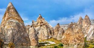 Paisaje maravilloso con la iglesia antigua en Cappadocia, Anatolia Imagenes de archivo