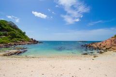 Paisaje maravilloso en una playa tropical Fotos de archivo libres de regalías
