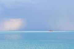 Paisaje marino con el barco. foto de archivo libre de regalías