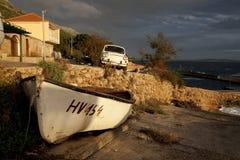 Paisaje marino con el barco y el coche Imagenes de archivo