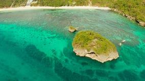 Paisaje marino con el beah en la isla de Boracay, Filipinas almacen de video