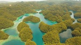 Paisaje marino con las lagunas y las islas metrajes