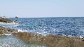 Paisaje marino con las ondas Belleza de la naturaleza almacen de metraje de vídeo