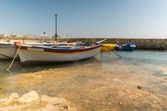 Paisaje marino de Alyki en la isla de Paros en Grecia Fotos de archivo libres de regalías