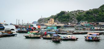 Paisaje marino de Cat Ba Island en Haifong, Vietnam Imagen de archivo