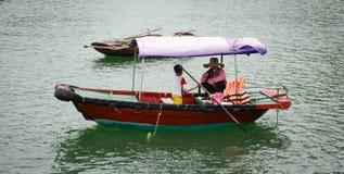 Paisaje marino de Cat Ba Island en Haifong, Vietnam Fotos de archivo libres de regalías