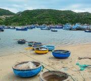 Paisaje marino de la bahía de Vinh Hy en Vietnam Imagen de archivo libre de regalías