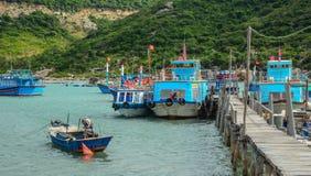 Paisaje marino de la bahía de Vinh Hy en Vietnam Fotografía de archivo libre de regalías