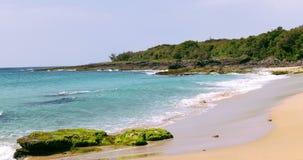 Paisaje marino de la playa en el parque nacional de Kenting 4K metrajes