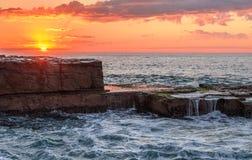 Paisaje marino del estante de la roca Foto de archivo