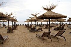 Paisaje marino del verano en la playa de oro de las arenas Fotografía de archivo
