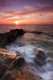 Paisaje marino dramático en la puesta del sol en Kudat, Sabah, Malasia del este Foto de archivo libre de regalías