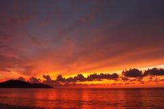 Paisaje marino dramático en la puesta del sol en Penang, Malasia Fotos de archivo libres de regalías