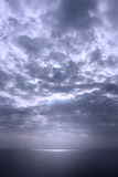 Paisaje marino dramático, tonalidad azul imagen de archivo libre de regalías