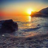 Paisaje marino durante puesta del sol Fotos de archivo libres de regalías