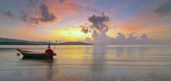 Paisaje marino durante salida del sol fotos de archivo libres de regalías