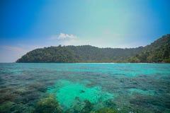 Paisaje marino en el parque nacional Khao Lak, Phang Nga, Tailandia de Surin Imágenes de archivo libres de regalías