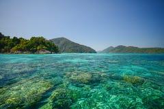 Paisaje marino en el parque nacional Khao Lak, Phang Nga, Tailandia de Surin Imagen de archivo libre de regalías