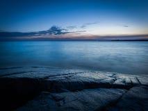 Paisaje marino en la puesta del sol Foto de archivo libre de regalías