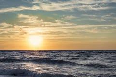 Paisaje marino en la salida del sol Fotos de archivo libres de regalías