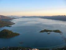 Paisaje marino en las islas de Lofoten fotos de archivo