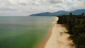 Paisaje marino hermoso aéreo, playa arenosa blanca tropical, agua de la turquesa Paisaje exótico de Tailandia de la opinión super almacen de video