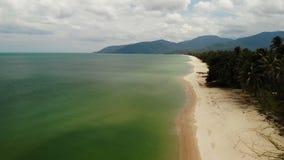 Paisaje marino hermoso aéreo, playa arenosa blanca tropical, agua de la turquesa Paisaje exótico de Tailandia de la opinión super metrajes