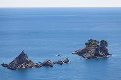 Paisaje marino, iglesia en la isla Fotos de archivo
