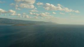 Paisaje marino, isla y cielo con las nubes, Cebú, Filipinas metrajes