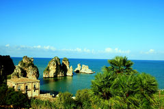 Paisaje marino mediterráneo de la costa del verano. Italia Foto de archivo