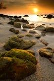Paisaje marino minimalista Kon costero Lipe, Tailandia de la puesta del sol Foto de archivo