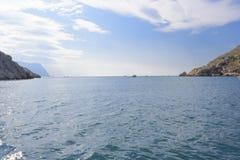 Paisaje marino, salida de la bahía al mar abierto fotografía de archivo