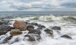 Paisaje marino septentrional Orilla del Océano ártico Foto de archivo