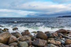 Paisaje marino septentrional Orilla del Océano ártico Imagen de archivo libre de regalías