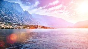 Paisaje mediterráneo europeo Mar y montañas Fotografía de archivo libre de regalías